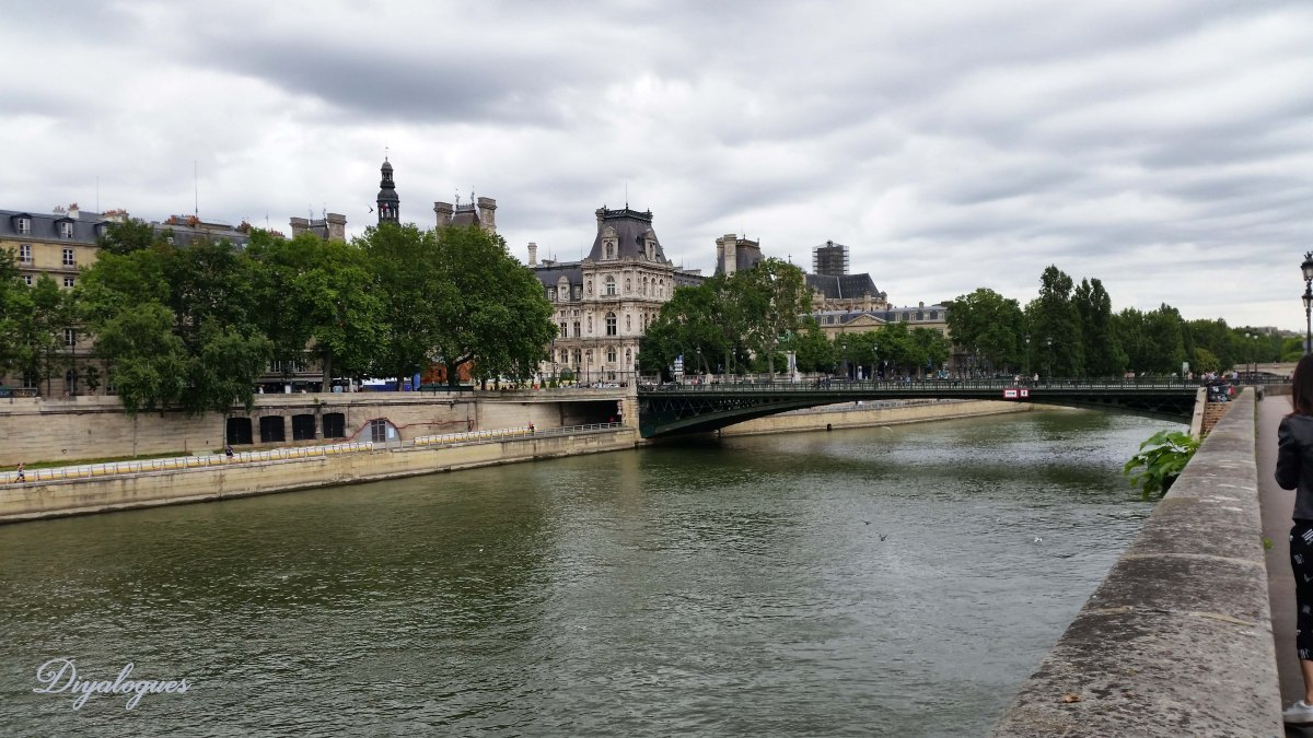 10 Reasons NOT to visit Paris
